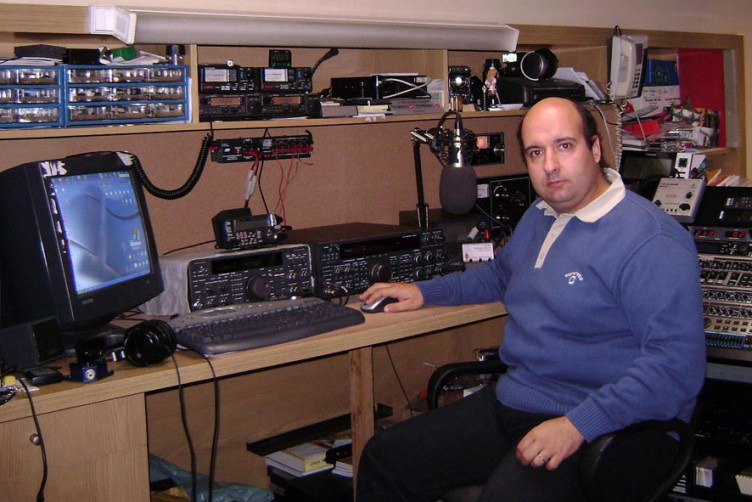 Here is CT2HAR in his old Shack!